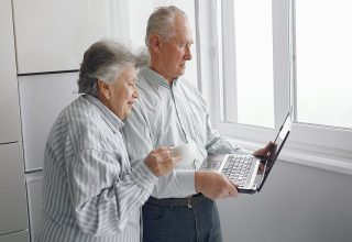 Cómo apoyar a las personas mayores en tiempos de crisis, desde la distancia